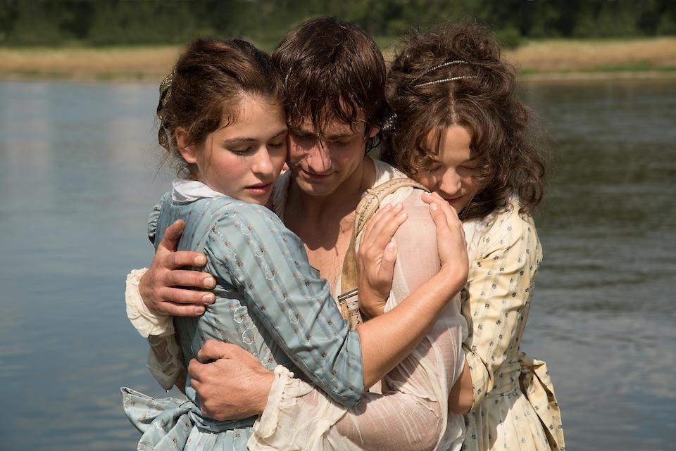 Schiller und seine geliebten Schwestern, gespielt von Hannah Herzsprung, Florian Stetter, Henriette Confurius